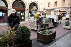 © JL Dugast - Arrosage jardinières de fleurs